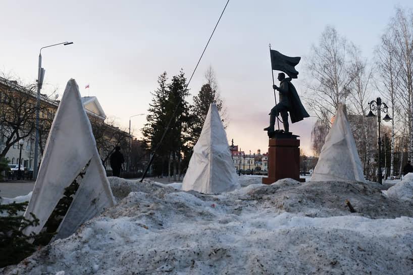 Виды Новособорной площади, Томск