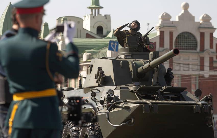 Военный парад, посвященный 76-й годовщине Победы в Великой Отечественной войне, на площади Ленина в Новосибирске