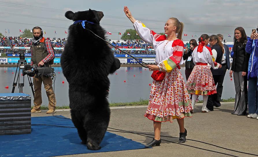 II этап Кубка мира и олимпийская квалификация по гребле на байдарках и каноэ в Барнауле. Выступление артистов перед началом соревнований