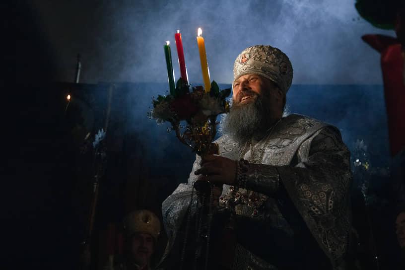 Митрополит Новосибирский и Бердский Никодим во время Пасхальных богослужений в Новосибирске