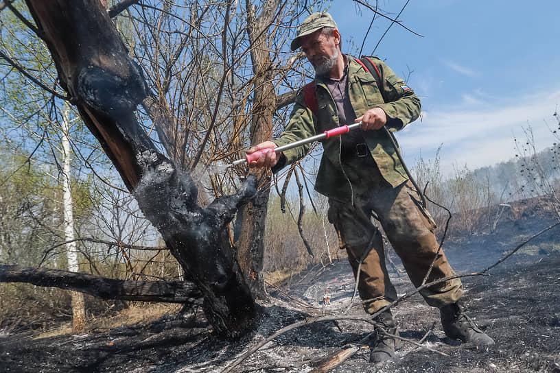 Тушение пожара в Искитимском районе Новосибирской области силами специалистов лесопожарного формирования искитимского лесничества