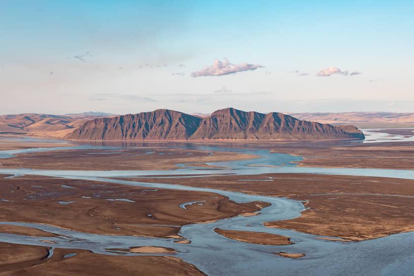 Виды Республики Хакасия. Пейзаж с горы Кун Таг на гору Тепсей