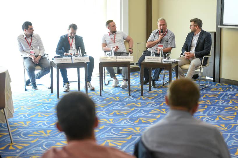 Спикеры слева направо: Александр Александров, Валентин Логинов, Максим Максаков, Дмитрий Карпенко, Максим Митченков