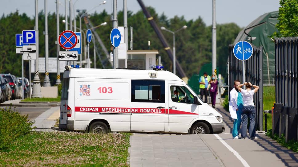 В середине июня в правительстве Красноярского края сообщили о том, что развернутых 2,5 тыс. коек не хватает, поэтому было принято решение увеличить количество мест в больницах для больных COVID-19