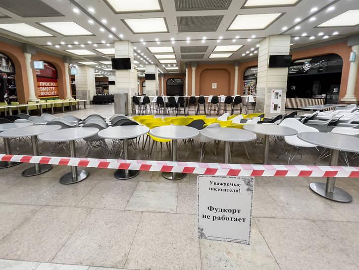 Власти Красноярского края и Кузбасса ограничили работу фудкортов в торговых центрах