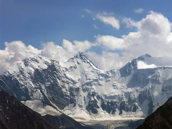 На территории Усть-Коксинского района находится гора Белуха — самая высокая (4,5 тыс. м) точка республики и всей Сибири
