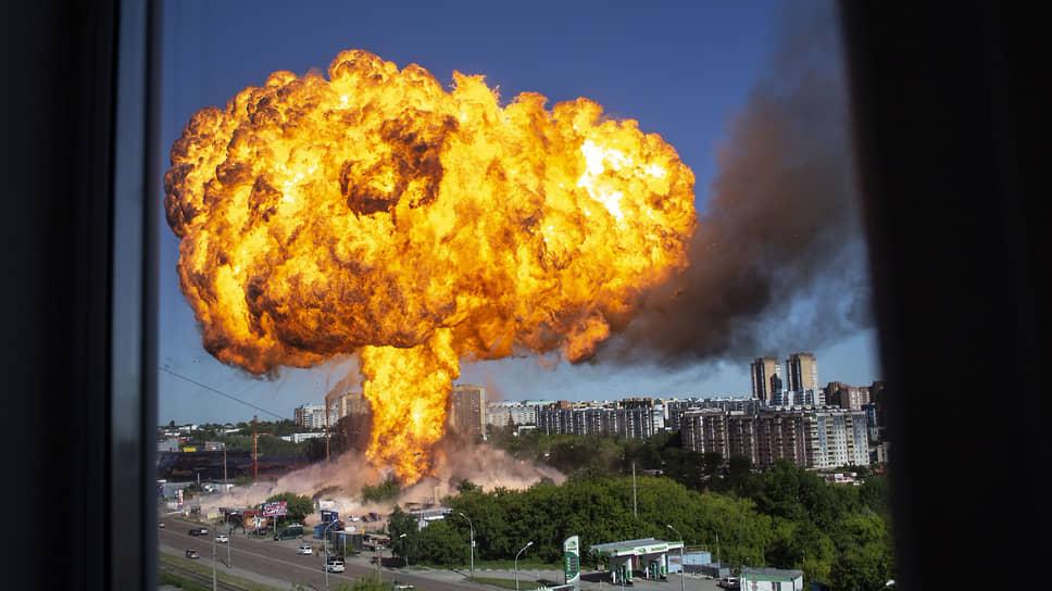 Момент крупного взрыва на АГЗС в Новосибирске