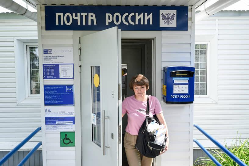 Три раза в неделю Ирина на автобусе приезжает в отделение, чтобы забрать корреспонденцию для односельчан