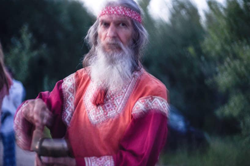 У славян, как и у других многих народов, год делился на две половины — летнюю и зимнюю. Дни летнего и зимнего солнцестояния были точками календарного отсчета