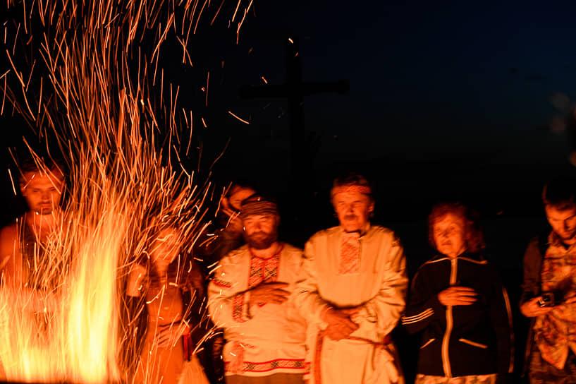 Огонь и вода — главные символы праздника Ивана Купалы и сегодня