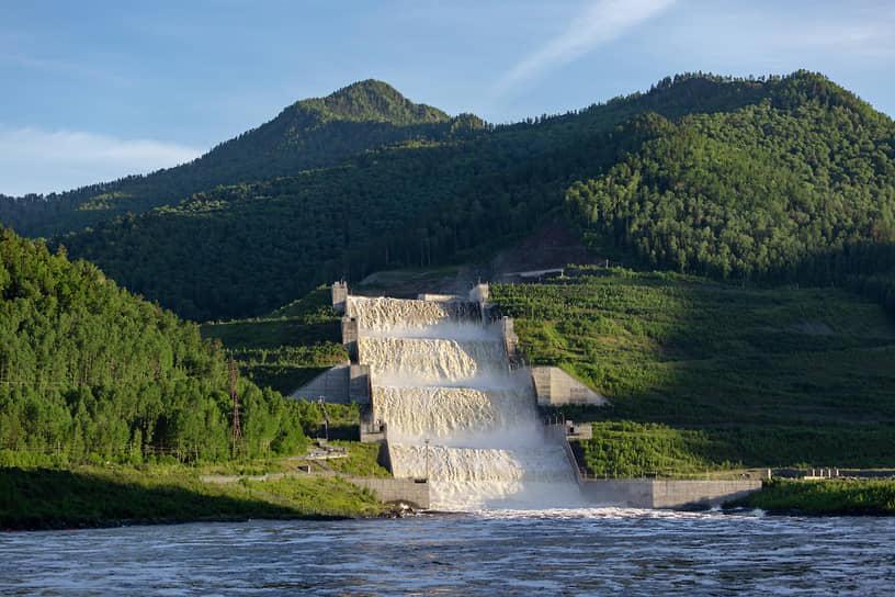 Работа эксплуатационного берегового водосброса Саяно-Шушенской ГЭС