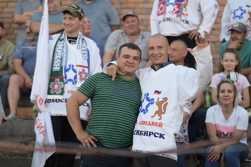 Фанаты новосибирского спидвея