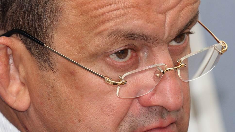 Делу сопутствуют узбеки / Силовики ищут в ЗУМК лиц, виновных в неуплате налогов