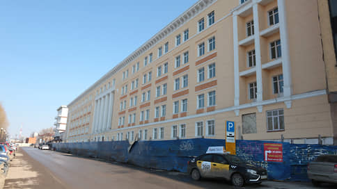 Гостиница казарменного типа  / Власти создали компанию для реконструкции здания ВКИУ в отель