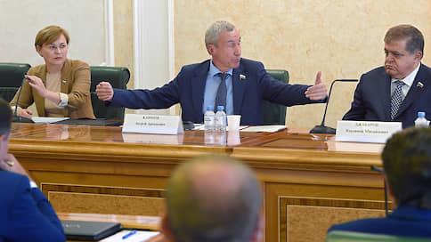 Ura.Ru: Дмитрий Махонин может предложить Андрею Климову остаться сенатором