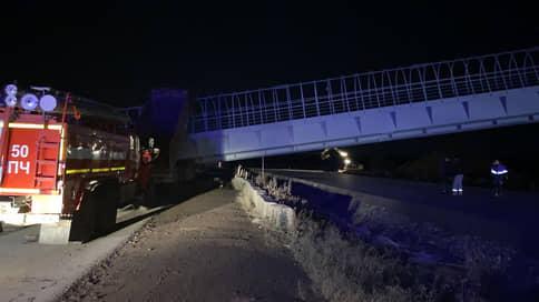 Под Пермью на дорогу обрушился мост // Погибло двое водителей
