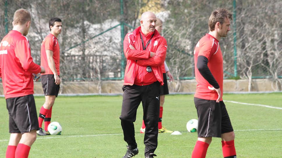 В 2013 году «Амкар» непродолжительный период тренировал нынешний наставник сборной России Станислав Черчесов.