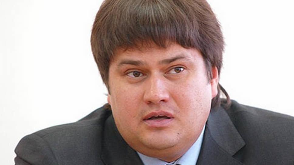 Его бывший заместитель Руслан Садченко был признан виновным в мошенничестве при реконструкции того же стадиона «Динамо». Он был приговорен к четырем годам лишения свободы условно и штрафу 600 тыс. руб.