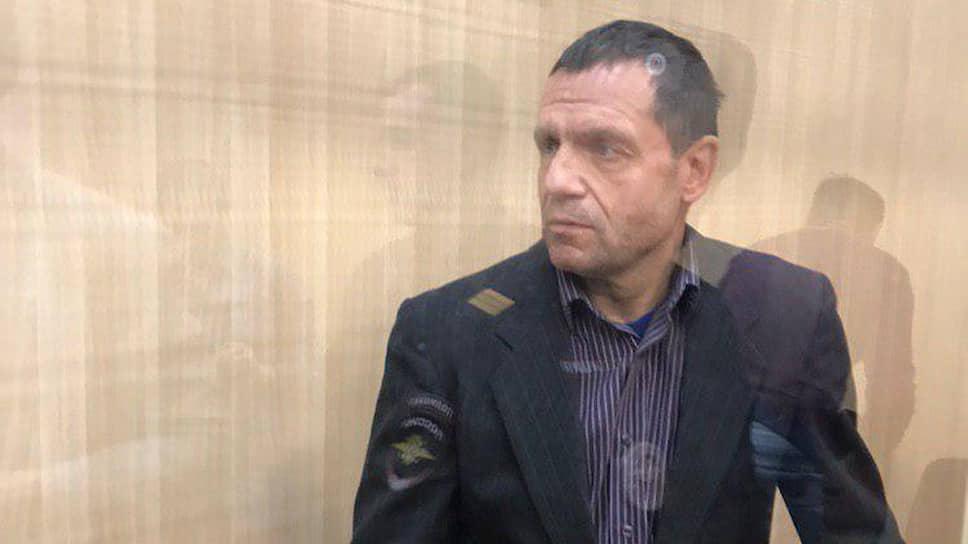 Осенью под домашний арест был отправлен бывший замначальника Приволжского регионального центра МЧС и экс-министр общественной безопасности Пермского края Андрей Ковтун. Он обвиняется в мошенничестве на сумму 750 тыс. руб.