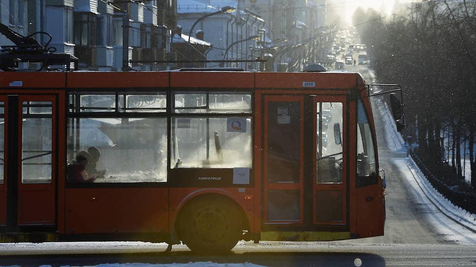 Потеря года. На городском уровне тем временем стартовала транспортная реформа. Ее цель — избавиться от неэффективных составляющих общественного транспорта. По факту это привело к закрытию троллейбусного движения в городе. Троллейбусы заменили автобусами.