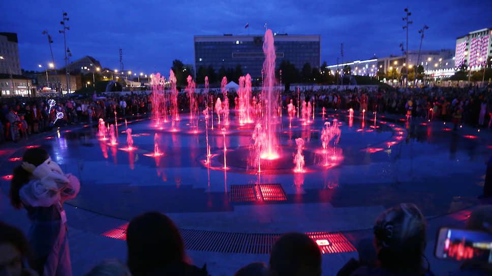 Фонтан года. Один из проектов к 2023 году — пермская эспланада. Ее центральным пунктом реконструкции значилось строительство фонтана. Объект был построен, властям пришлось его доделывать: пермяки начали в нем травмироваться.