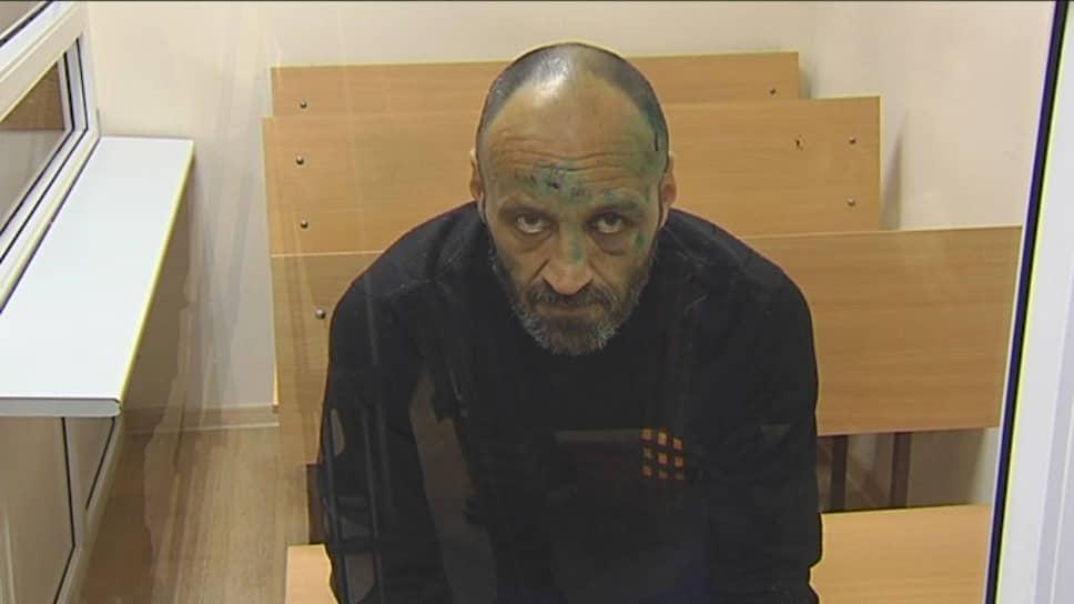 Преступление года. Утром 4 декабря в микрорайоне Гайва Орджоникидзевского района 50-летний безработный житель Перми Дмитрий Коростелев несколько раз выстрелил из ружья в своей квартире, затем вышел на улицу, застрелил женщину и ранил мужчину. После этого он обстрелял проезжавшую мимо машину Росгвардии, при задержании успел ранить одного из росгвардейцев. По уголовному делу назначены и проводятся судебные экспертизы, в том числе в отношении обвиняемого — для установления его психического состояния в момент совершения преступления.