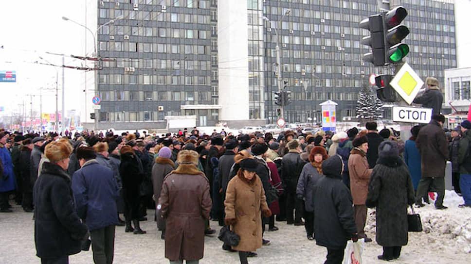 Пенсионеры пообещали, что митинги будут проходить в Перми каждый день, «пока не будут возвращены льготы», и уже 19 января они собрались в центре Перми вновь. В этот раз их оказалось поменьше — несколько сотен.