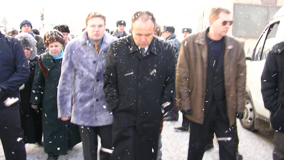 К этому времени в Пермь успел вернуться губернатор Олег Чиркунов, пообещав, что организаторам митинга придется возместить убытки от простоя городских трамваев. Была наготове и полиция, которая накануне фактически не стала вмешиваться в протестную акцию.