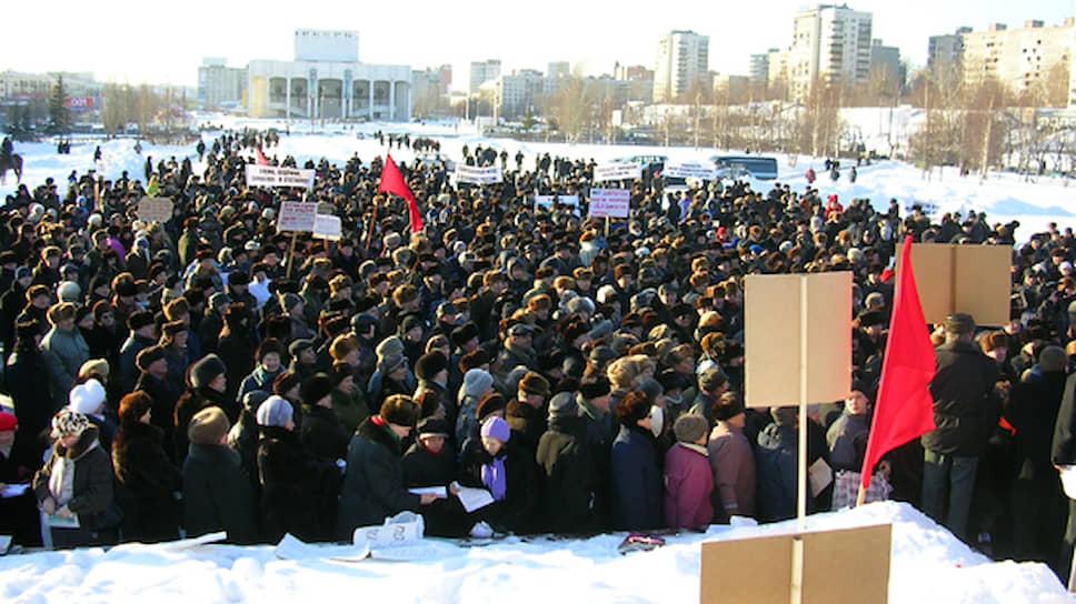 После этих событий градус противостояния спал — стихийного протеста больше не было. 28 января прошел уже санкционированный митинг, организованный пермским обкомом КПРФ. На него вышло 1,5 тыс. человек. Поддержать акцию протеста против монетизации льгот пришли представители «Яблока», «Родины», Аграрной партии, Революционной рабочей партии, облсовпрофа, профсоюза «Студенческая солидарность», анархо-экологи.