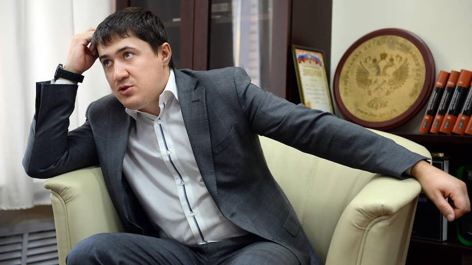 Дмитрий Махонин во время интервью.
