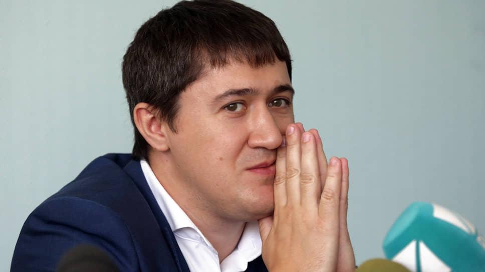 С 2004 по 2008 год Дмитрий Махонин работал в правовом управлении «Пермэнерго».