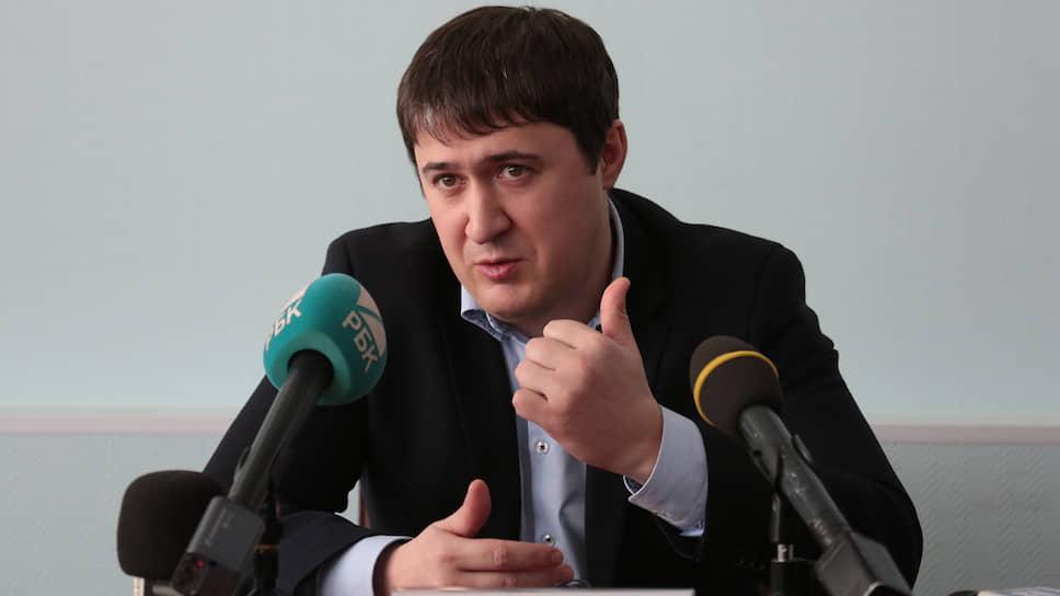 Работая в системе ФАС, Дмитрий Махонин был открыт для общения с журналистами.