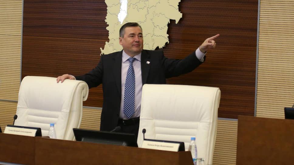 В 2011 году у Валерия Сухих — новые кадровые вызовы: сначала он возглавил региональное отделение «Единой России», а затем был учрежден спикером Законодательного собрания Пермского края.