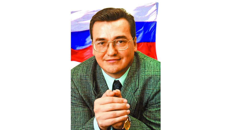 В 1989 году Валерий Сухих окончил военно-медицинский факультет Томского медицинского института. И вернулся в Пермь, где трудоустроился на госпредприятие «Пермфармация». В 1992 году 27-летний медик уже был замдиректора, а в 30 лет стал директором самой «Пермфармации».