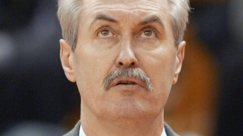 В 1999 году клуб возглавил Сергей Белов, легендарный олимпийский чемпион, возглавлявший мужскую национальную сборную по баскетболу.