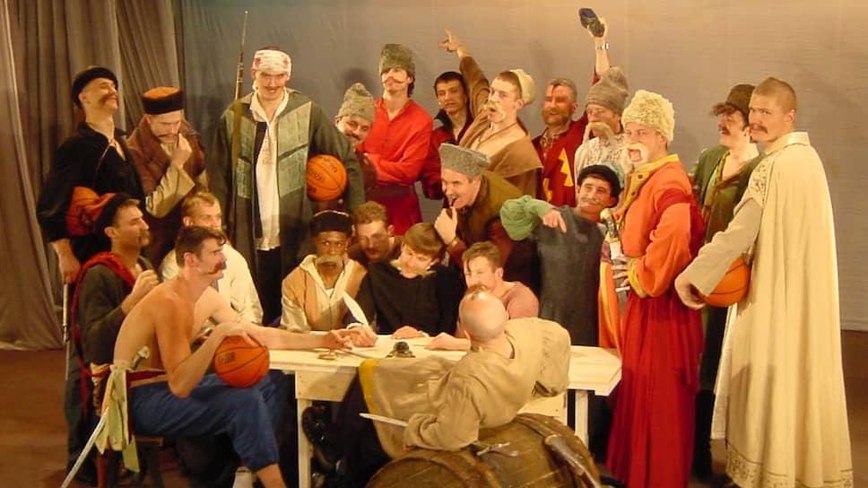 «Урал-Грейт» уже выступал в «Молоте», собирая полные залы. Пермяки стали активно интересоваться баскетболом — в городе был настоящий бум баскетбола. На фото: косплей игроков «Урал-Грейта».