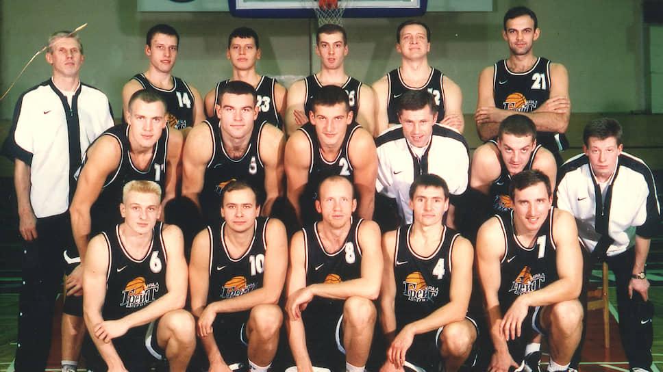 В сезоне-1997/1998 клуб возглавил молодой российский специалист Павел Гооге, а основу пермского клуба составили пермские воспитанники Андрей Шейко и Алексей Пегушин. Под руководством Павла Гооге «Урал-Грейт» в Суперлиге не потерялся, в двух сезонах подряд выходил в плей-офф. В сезоне-1998/1999 пермяки боролись за бронзовые медали в плей-офф, но в итоге довольствовались четвертым местом.