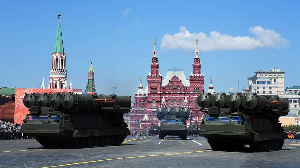 Большой опыт накоплен в создании средств поражения для ПВО различного радиуса действия. На фото: ЗРК С-300 В4.