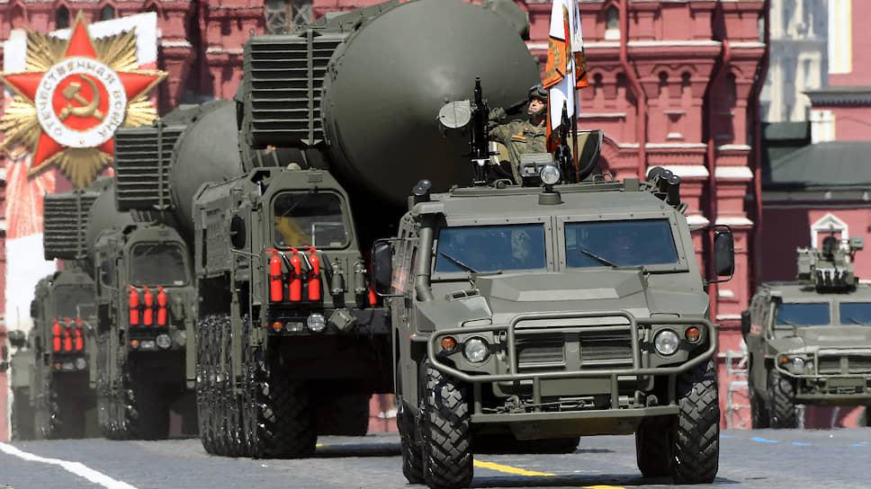 Пермские оборонщики принимают участие в разработке и производстве большой номенклатуры боеприпасов, от неуправляемых ракет до стратегических носителей ядерного оружия. На фото: стратегический мобильный ракетный комплекс «Ярс».
