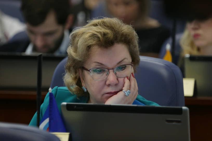 С недомоганием домой ушла депутат гордумы Наталья Мельник.