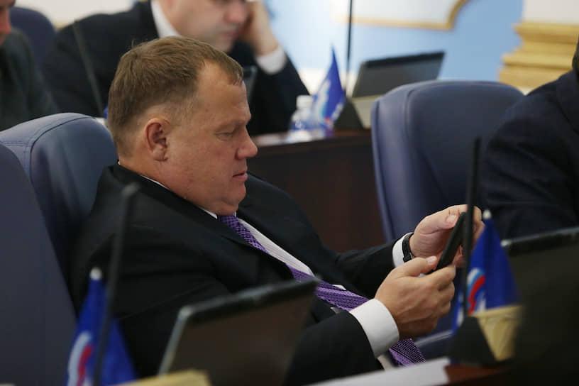 Депутат гордумы Владимир Плотников. Еще 13 июня депутат был госпитализирован в одно из медучреждений Перми с подтвержденным COVID-19. Через две недели он вылечился и улетел на отдых в Сочи.