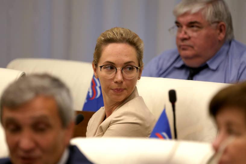 В заксобрании заболела депутат Мария Коновалова, сдавшая тест после поездки в Москву.