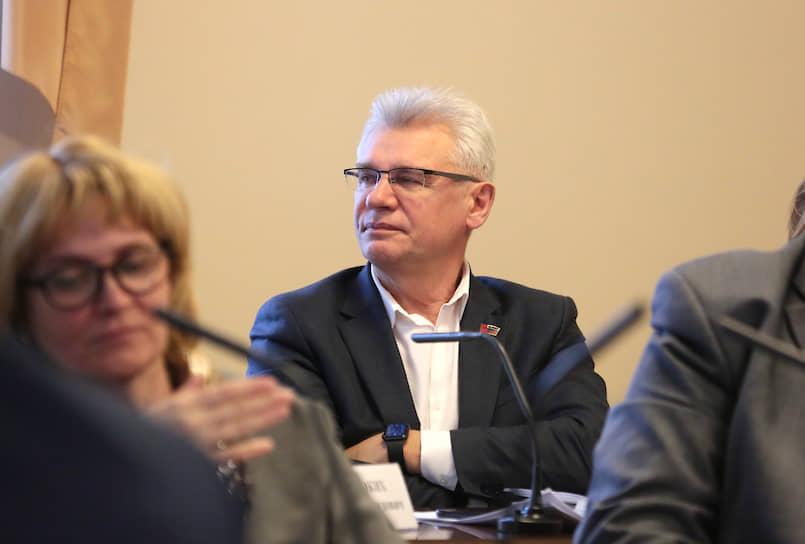 Накануне пленарного заседания получил положительный тест и не пошел на заседание зампредседателя думы Алексей Грибанов.