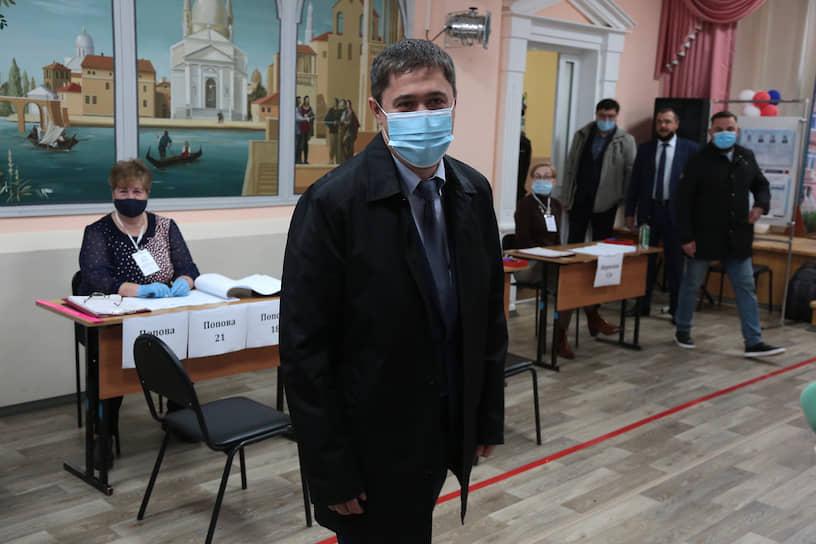 17 сентября у губернатора Пермского края Дмитрия Махонина был подтвержден коронавирус (COVID-19). Болезнь проходит в легкой форме.