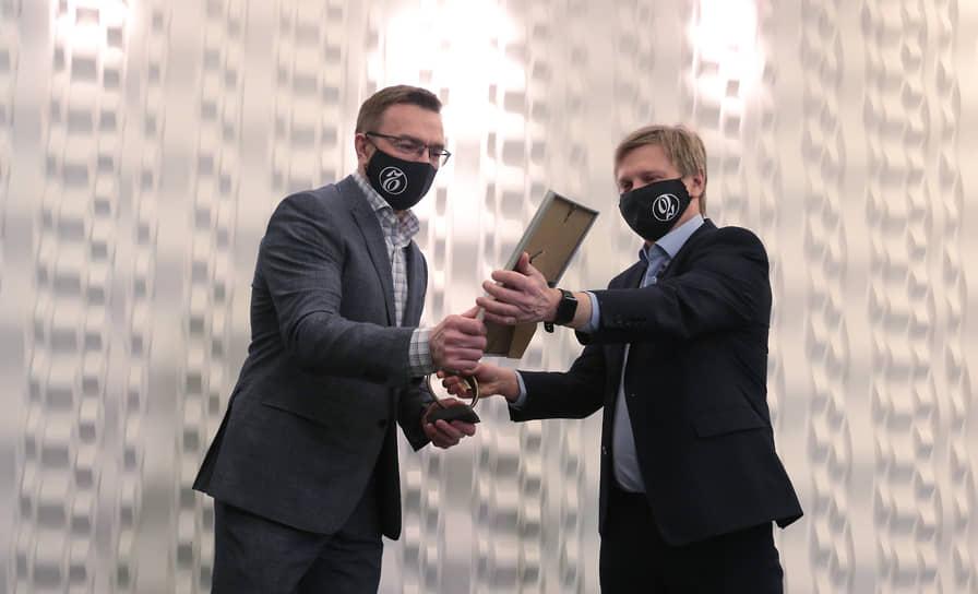ГК «ПМД» получила награду за упорство в освоении квартала 275 от главного редактора газеты «Коммерсантъ-Прикамье».
