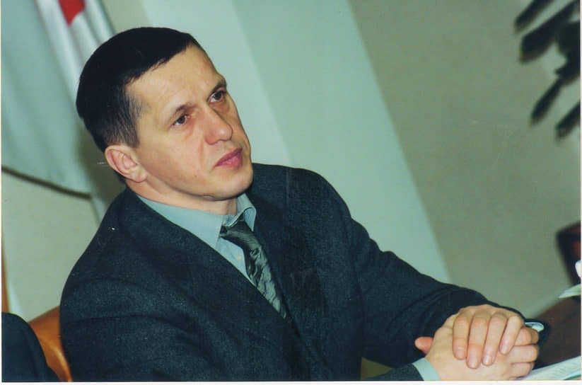 Но ключевая договоренность перед выборами была достигнута 64-летним Геннадием Игумновым с молодым и наиболее сильным потенциальным соперником — 44-летним мэром Перми Юрием Трутневым. Команда чрезвычайно популярного в городе и амбициозного политика полагала, что ее шеф давно перерос кресло руководителя города-«миллионника». Летом 2000 года была объявлена договоренность: Юрий Трутнев не будет баллотироваться на пост губернатора и поддержит на этих выборах Игумнова. А сам Юрий Трутнев останется мэром и попробует свои силы на выборах в 2004 году. В итоге в команду Геннадия Игумнова вошел бывший топ-менеджер ГК «ЭКС» (основана Юрием Трутневым) Дмитрий Самойлов, ставший политическим вице-губернатором. А в сам штаб вошли сотрудники мэрии, включая вице-мэра Николая Яшина, а также советники мэра, в частности Григорий Куранов. На фото: мэр Перми Юрий Трутнев, 2000 год.