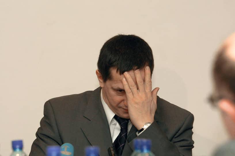 Юрий Трутнев одержал на тех выборах абсолютную победу, заручившись в первом туре голосования поддержкой 61% пермяков. В 2000 году господин Трутнев решил двигаться дальше и баллотироваться в губернаторы Пермской области. И вновь он победил в первом же туре, получив 51% голосов избирателей и одержав верх над действующим губернатором Геннадием Игумновым.