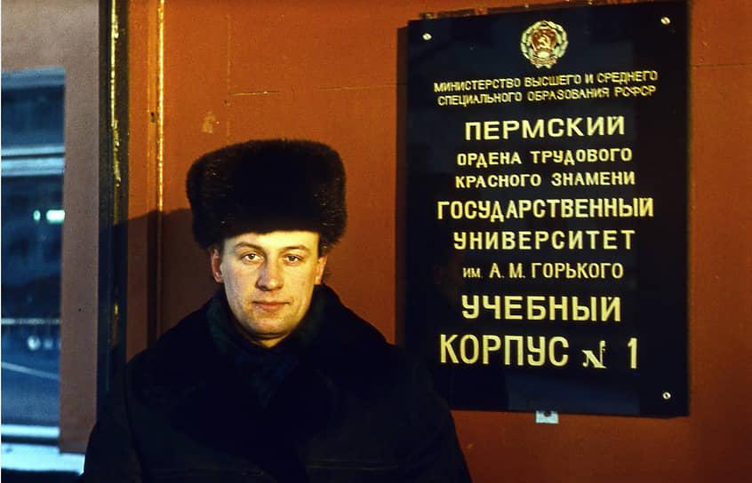 Вернувшись с флота, в 1977 году поступил в Пермский государственный университет на экономический факультет. Именно там Игорь Шубин проявил навыки руководителя. Сначала студент, годом ранее вступивший в КПСС, был выбран на должность заместителя секретаря комитета комсомола университета, с 1979 года стал председателем профкома вуза.
