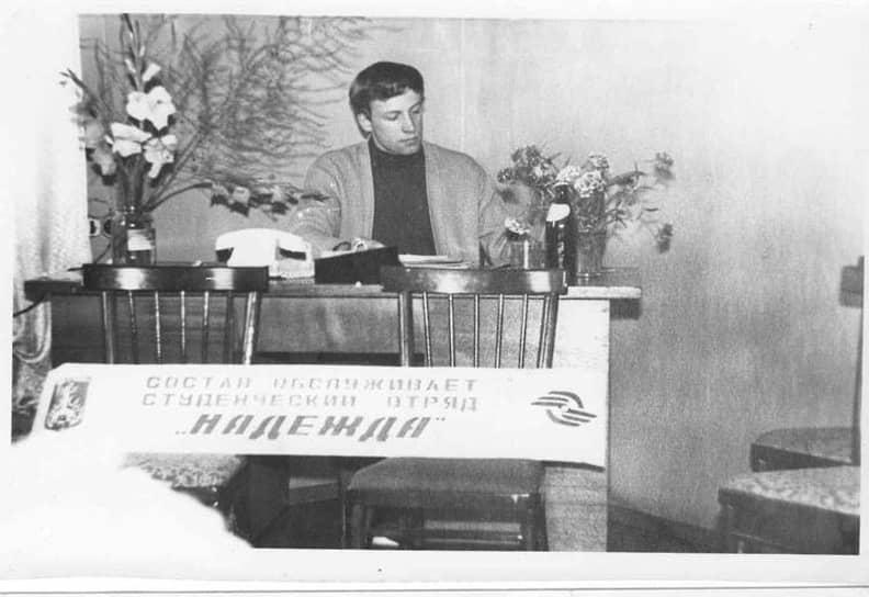 Политическая карьера Игоря Шубина стартовала еще в студенческие годы, когда его избрали депутатом Дзержинского районного совета народных депутатов. Здесь он возглавлял комитет по бюджету. Чиновником Игорь Шубин стал в 1983 году, начав с карьеру с должности зампреда райисполкома по экономике. В 1988 году управленец возглавил исполком, а с распадом СССР в 1992 году стал главой Дзержинского района.