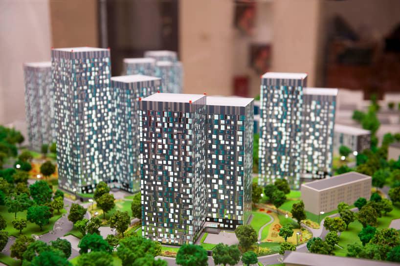 Разработанная французским архбюро Anthony Bechu концепция предусматривала строительство шести высотных сдвоенных жилых домов внутри квартала и двух домов средней этажности вдоль улицы Революции.